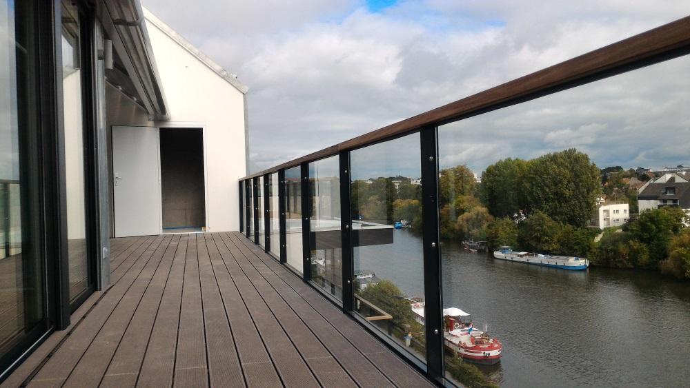 Garde-corps vitré sur balcon (photo2)