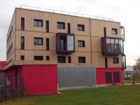 Structure bow-window et garde-corps de sécurité en toiture